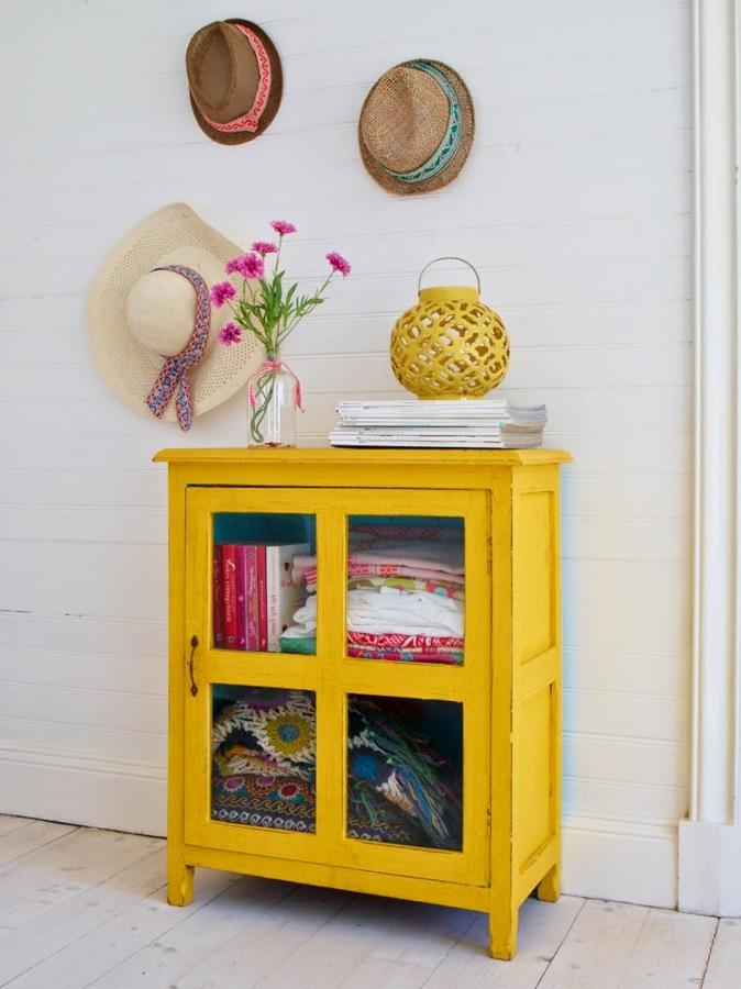 mueble amarillo