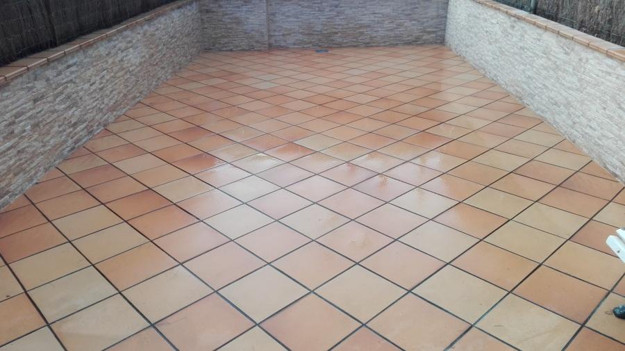 Suelos exteriores suelo plastico para exterior for Baules plastico para exterior