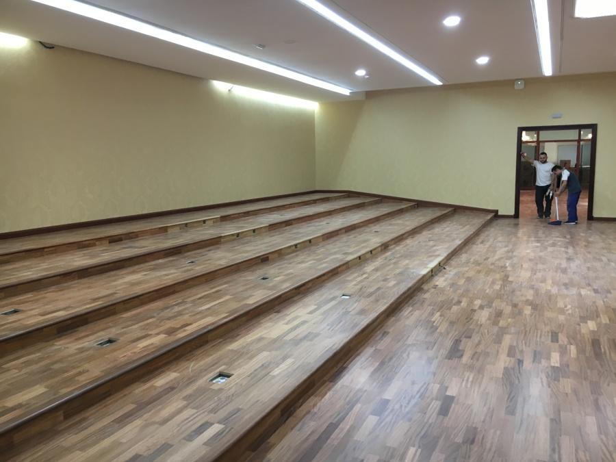 Suelo de madera y revestimiento de paredes