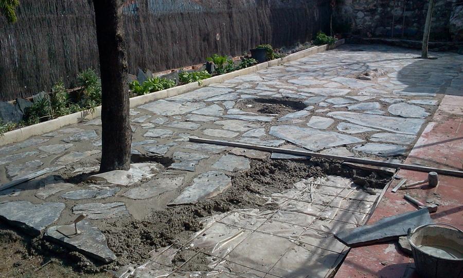 Suelo de piedra ideas construcci n muros - Colocar piedra natural ...