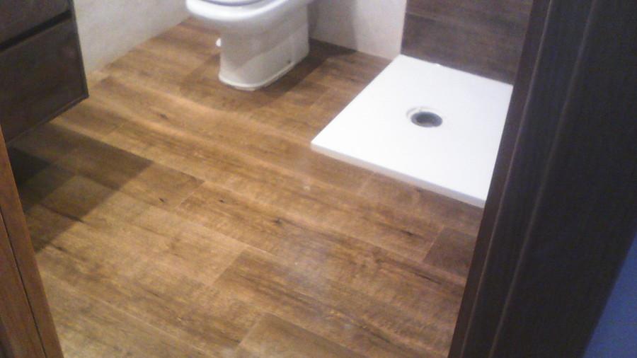 Foto suelo imitaci n a madera de baldosa de 100 25 de - Baldosas para garajes ...
