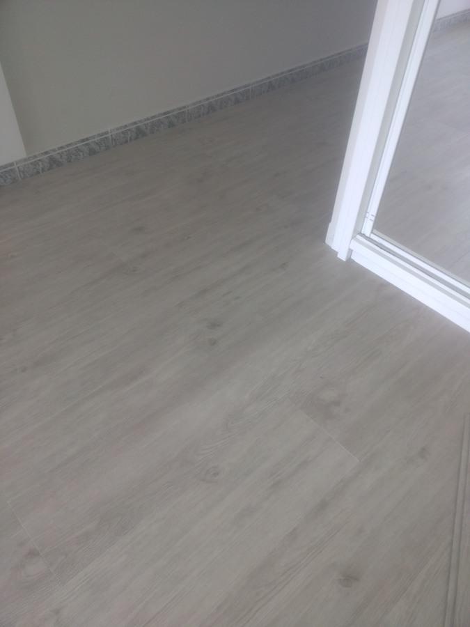 Instalaci n suelo laminado autoportante de pvc ideas - Instalacion de suelo laminado ...