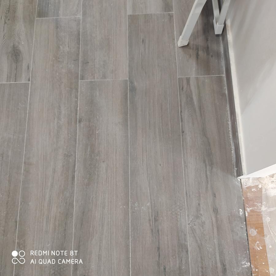 suelo porcelánico imitación