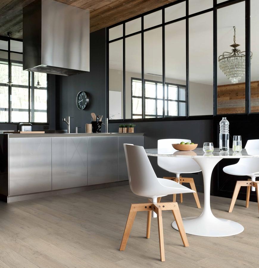 Pisa sobre seguro y elige el mejor suelo para tu cocina for Vinilo suelo cocina