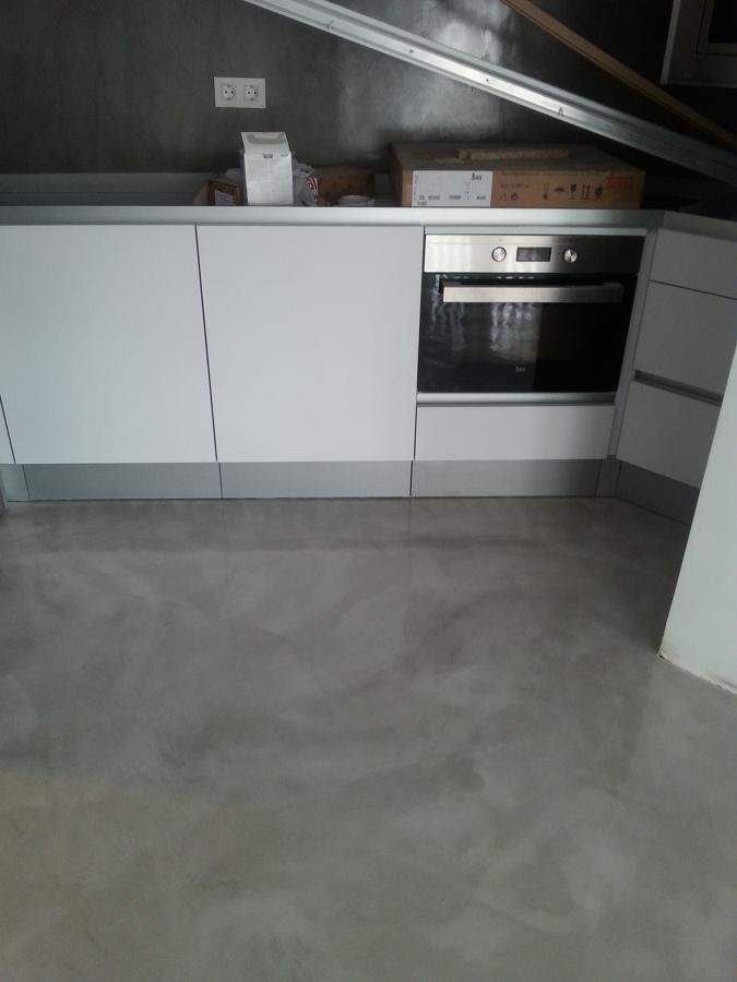 Foto suelo y paredes cocina de microcemento cordoba - Suelo de cocina ...