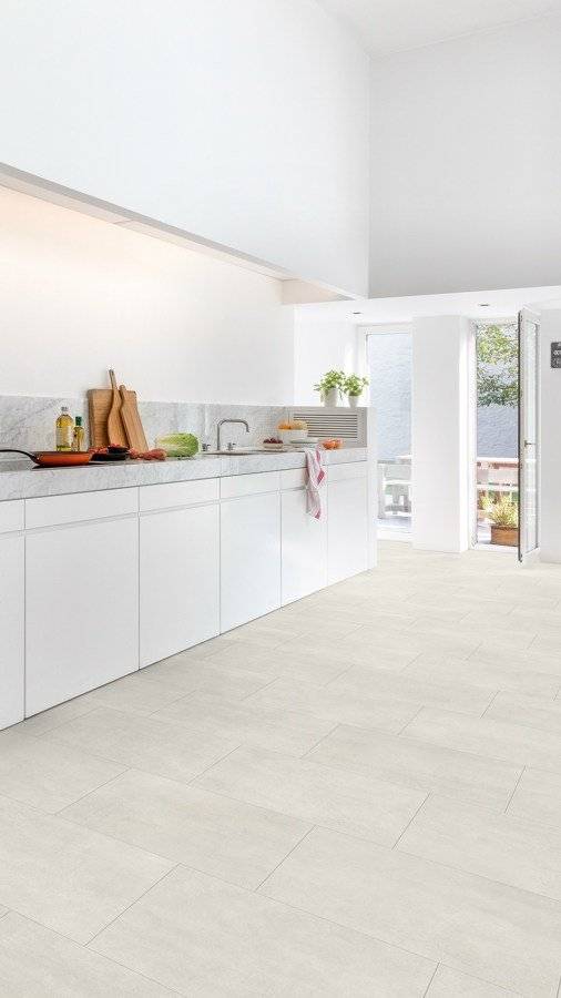 C mo reformar tu cocina sin quitar los azulejos ideas for Poner suelo vinilico