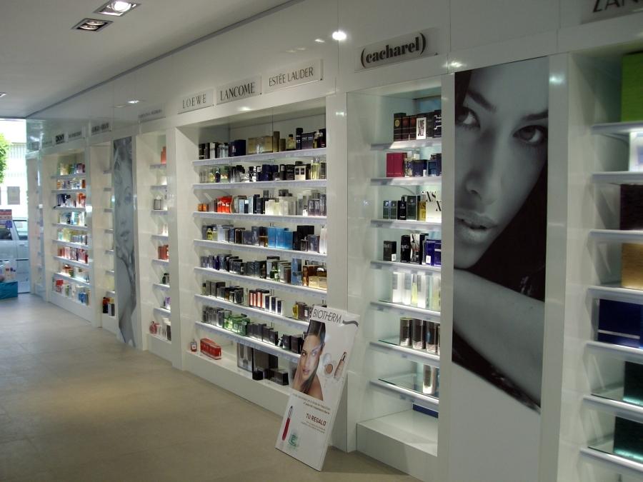 Cadena de perfumer as droguer as s per ideas decoradores - Estanterias para perfumerias ...