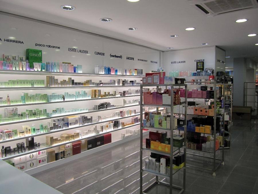 Foto s per perfumer as plaza de la constituci n ja n de - Estanterias para perfumerias ...