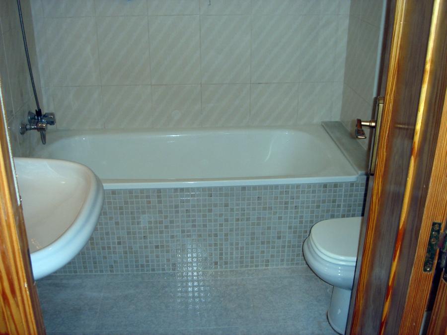 Azulejos Baño Imitacion Gresite: azulejo imitacion a gresite en el faldon de la bañera del mismo color