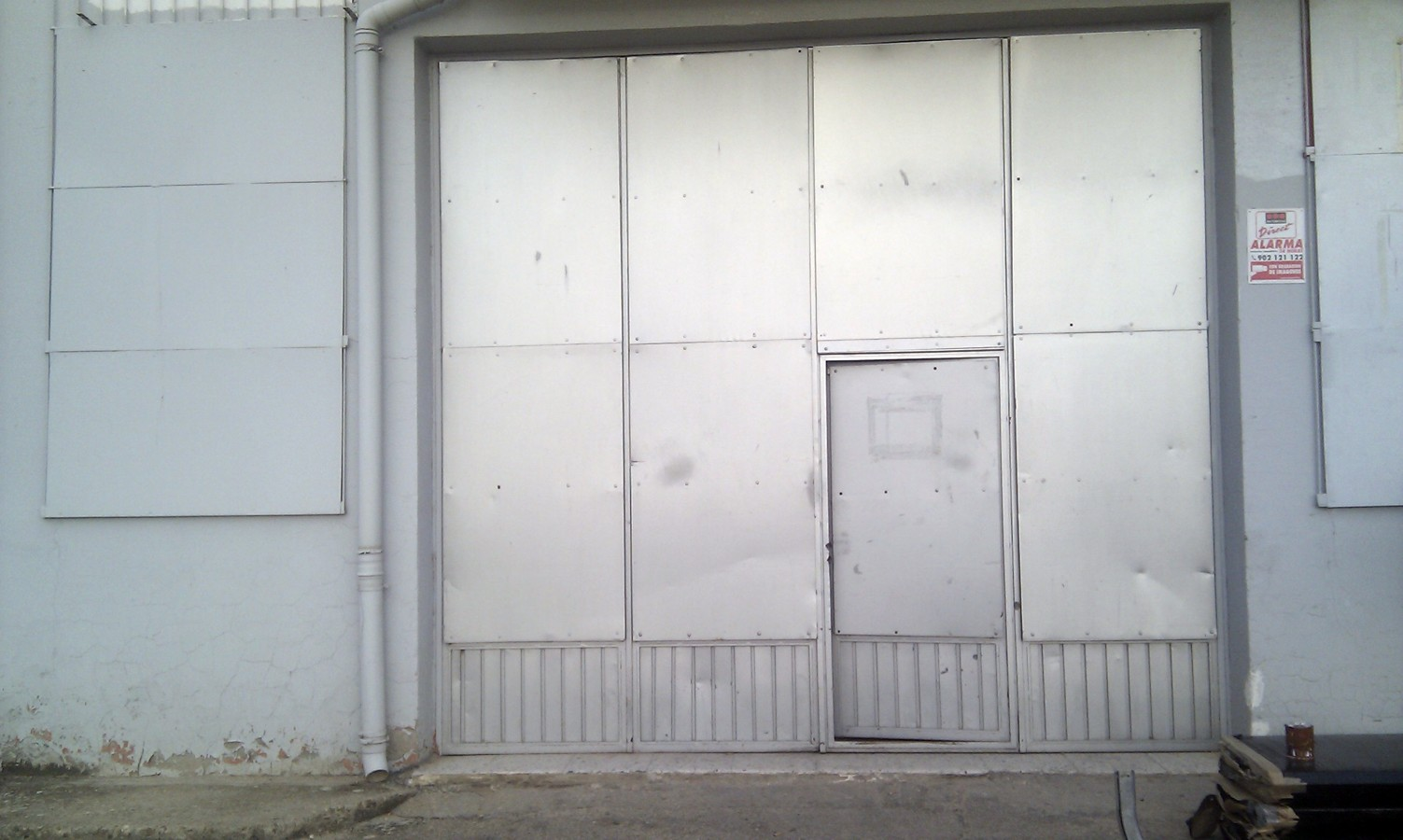 sustitucion de puertas para taller mecanico (antes)