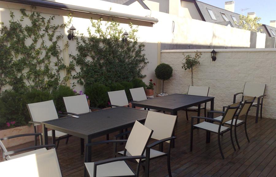También disponemos de mobiliario para jardín