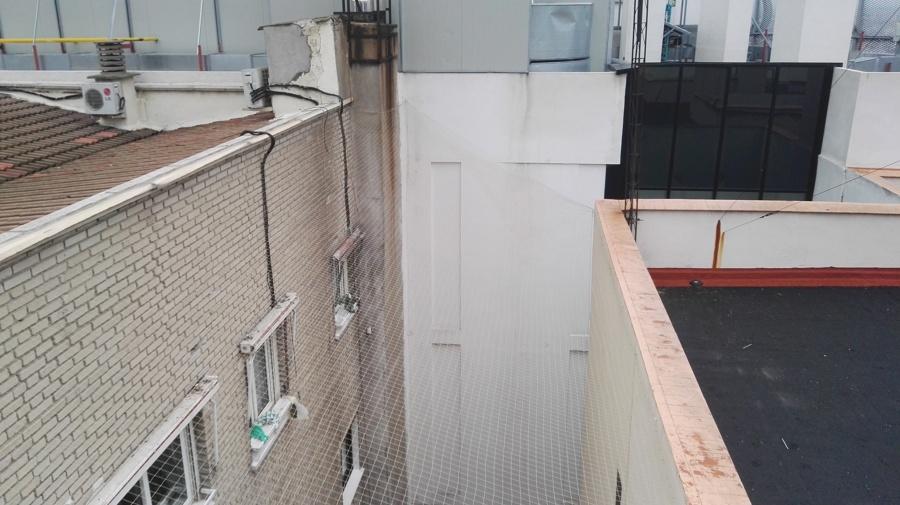 Tapa superior y al fondo cortina de red