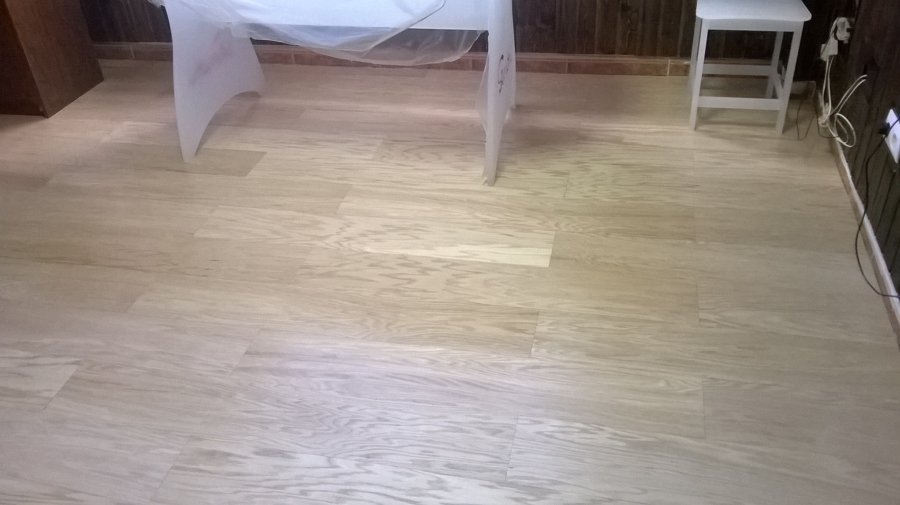 Foto tarima de chapa natural de roble y friso madera for Tarima de madera de roble