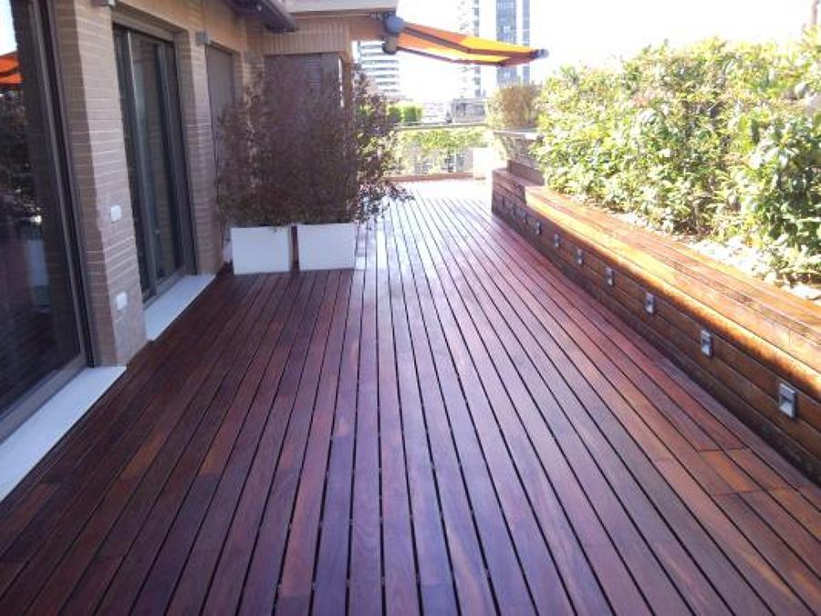 Reforma con tarima exterior ideas parquetistas - Tarima para terraza ...