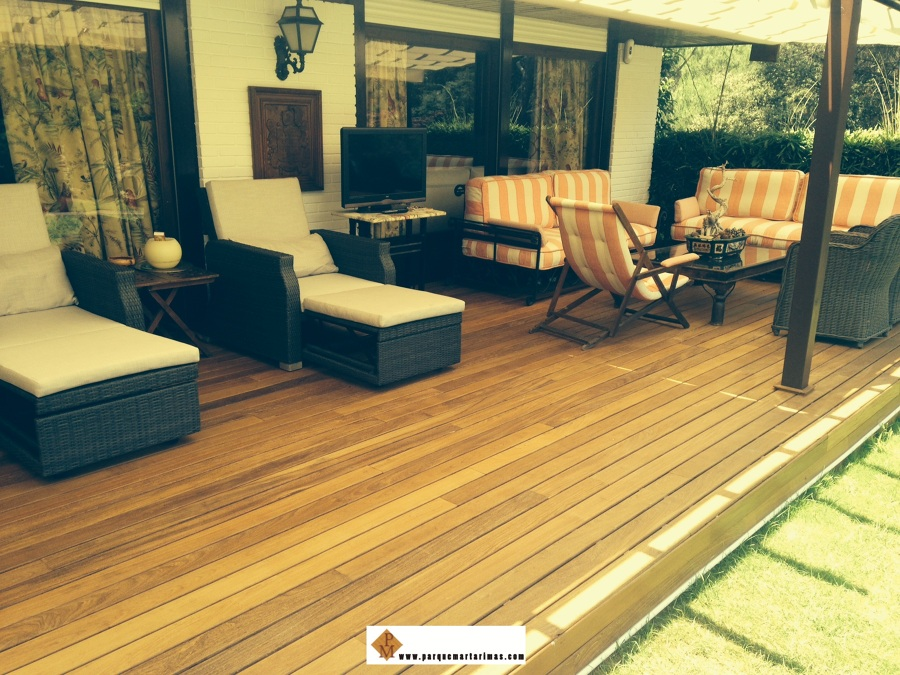 Terraza de jardin con tarima exterior de ipe ideas - Tarima de exterior ...
