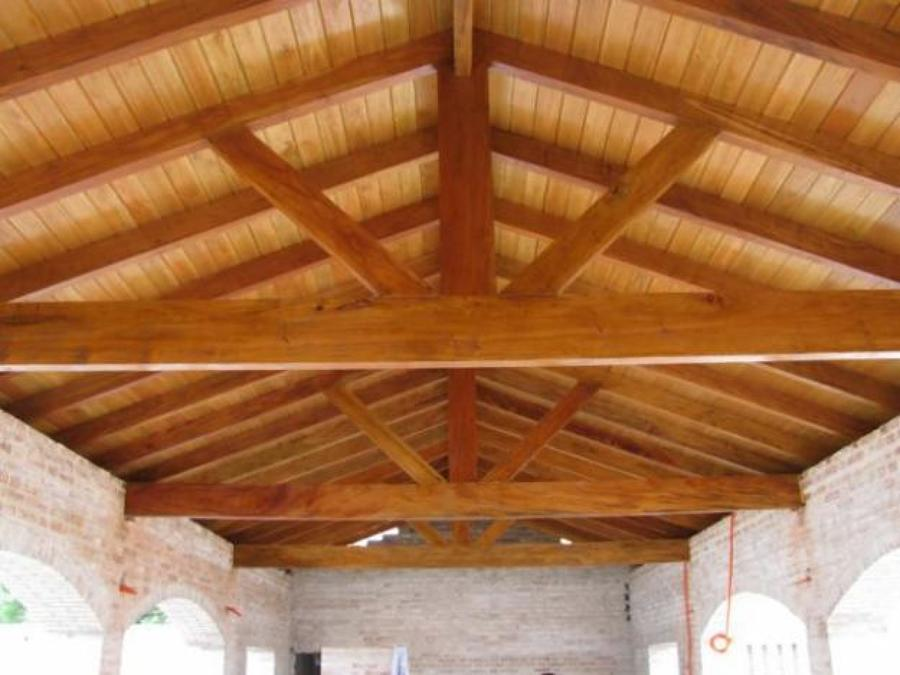 Foto techo a dos aguas con machimbrado de reformas lercos for Como hacer tejados de madera