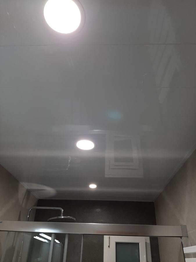 techo de aluminio y lamparas led