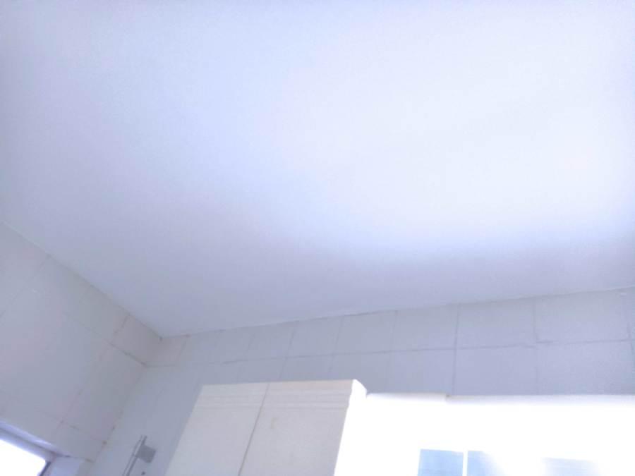 Techo de baño reparado y pintado