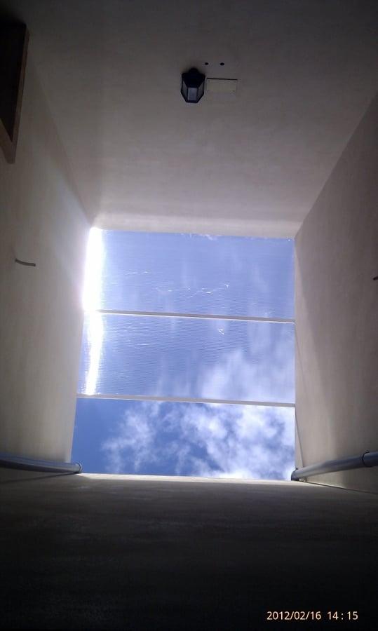 Foto techo de policarbonato transparente de fachadas y for Techo policarbonato transparente