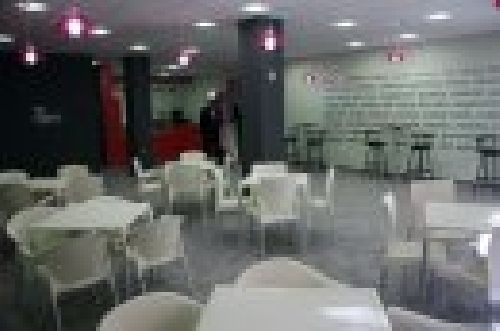 Techo desmontable picado visto Restaurante comida rapida.