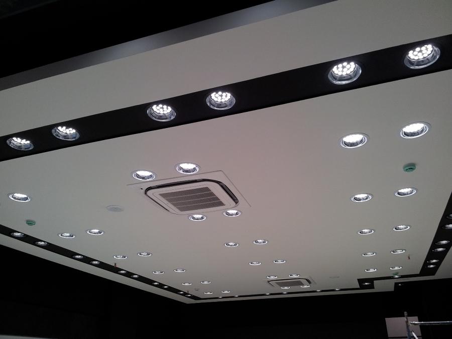 Foto techo iluminaci n led de ag interiorismo 250550 for Iluminacion led malaga