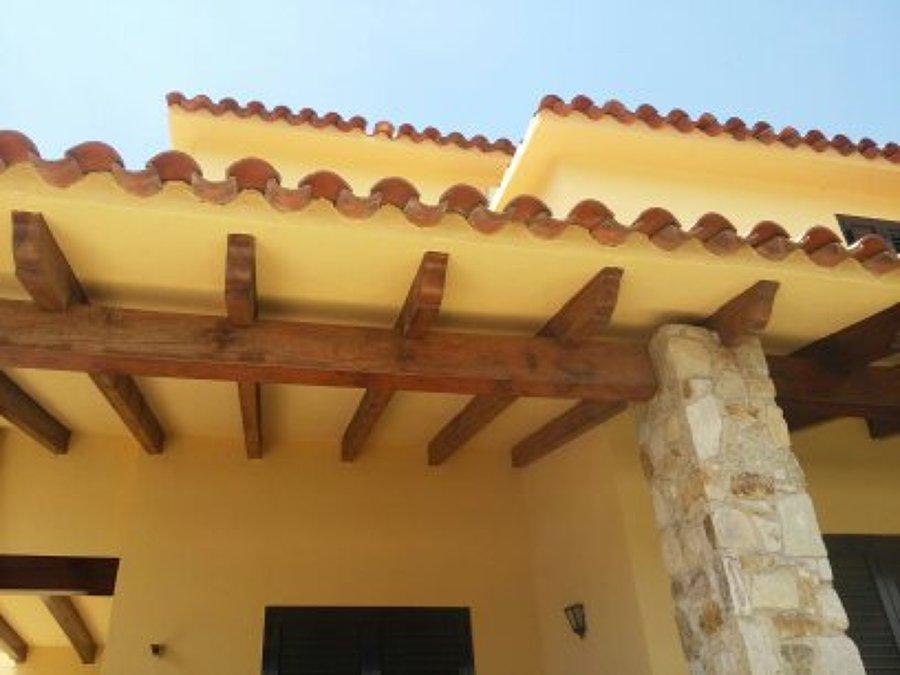 techos y bigas de madera pintados y barnizados