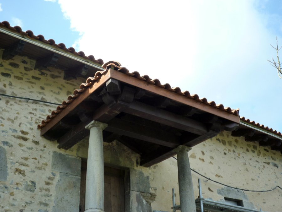 Foto tejadillo lateral de arteaga estructuras de madera - Tejadillos sobre puertas ...