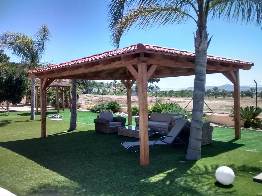 Cenador a 4 aguas con teja roofy en madrid ideas for Tejados de madera a 4 aguas