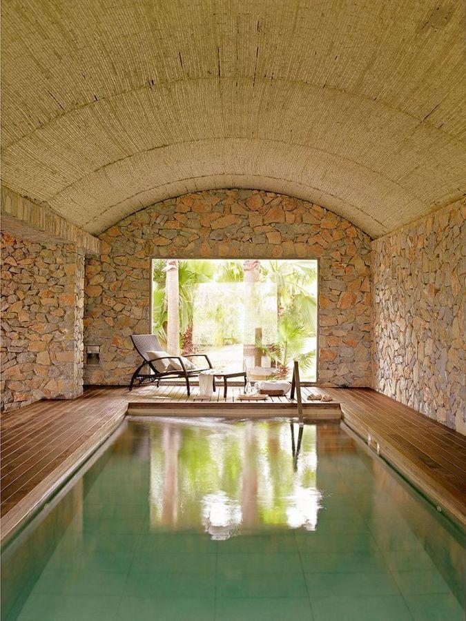 Foto tejado de una piscina rural de elenatorrente d az - Piscinas en patios interiores ...