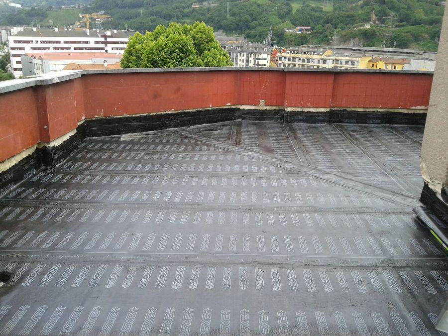 Foto tela asf ltica de cubiertas sos del principado de for Tejados de madera con tela asfaltica