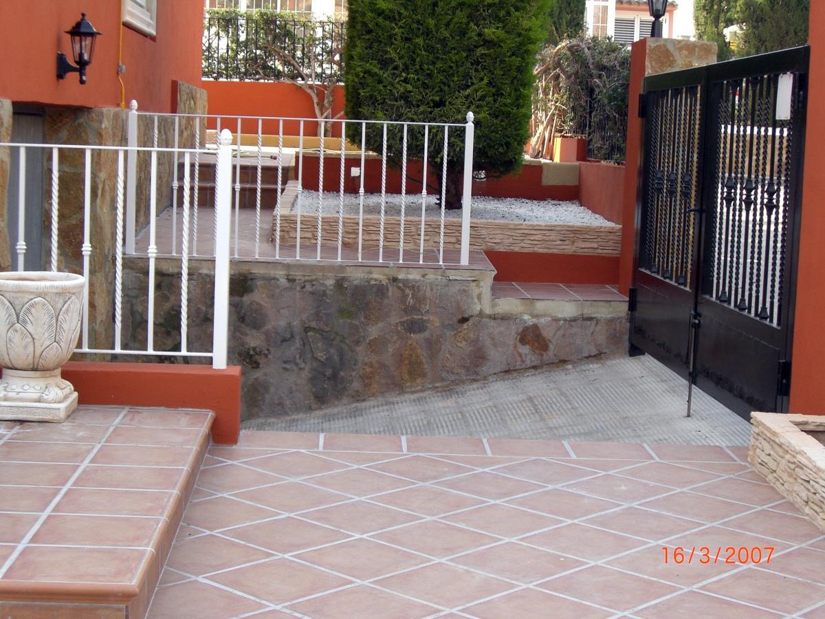 Foto terminacion rampa garaje de construcciones jomapesa - Rampas de garaje ...