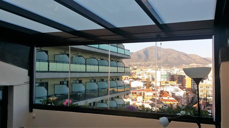 Instalaci n de techo fijo de vidrio y cortina de cristal - Cortinas fuengirola ...