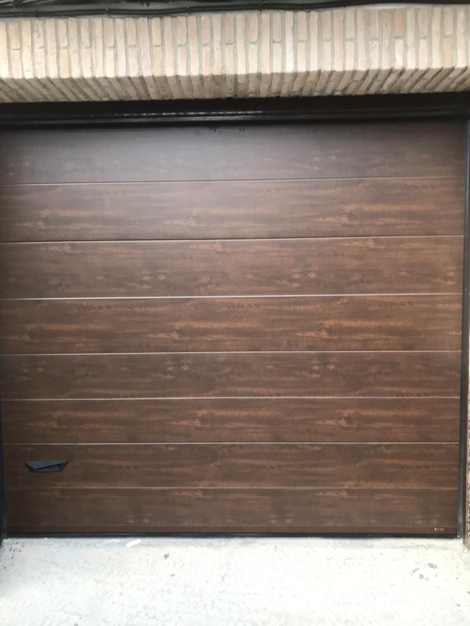 Terminada seccional imitación madera