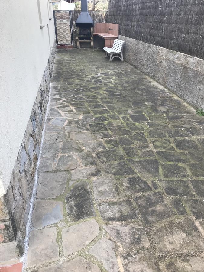 Terraza antigua con filtraciones de agua