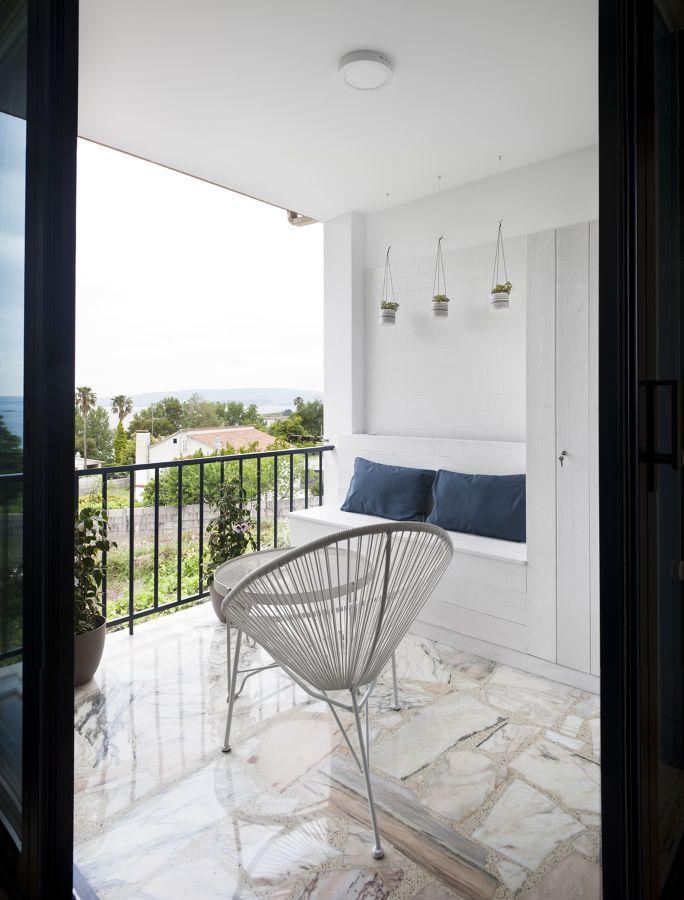Terraza con muebles estilo mediterráneo