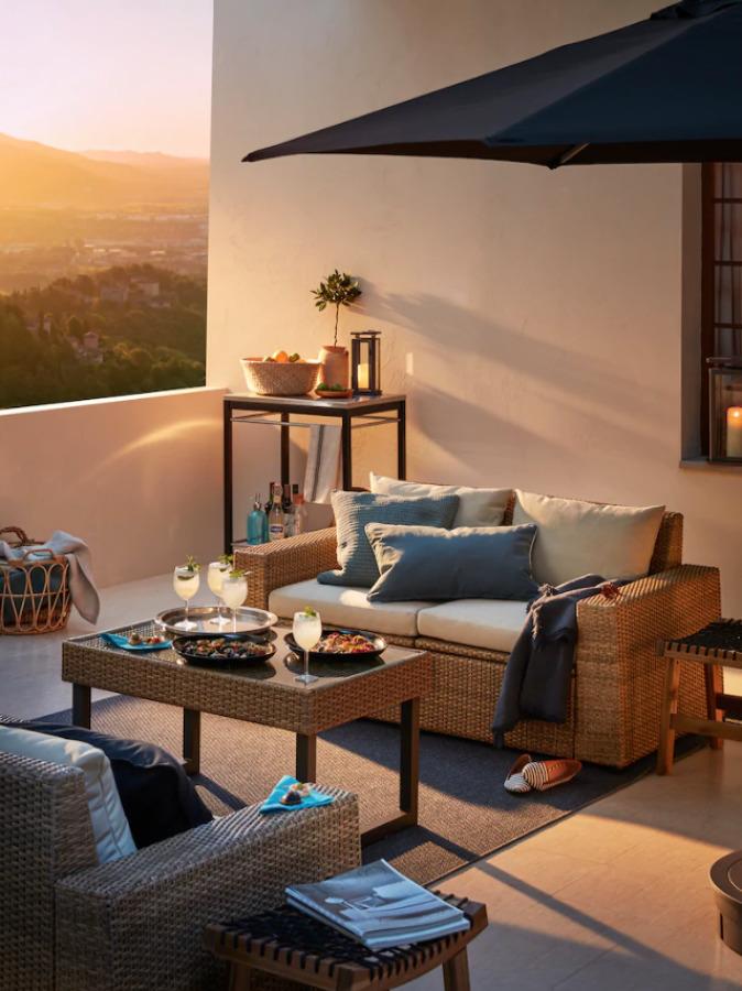 Terraza con muebles y textiles de IKEA