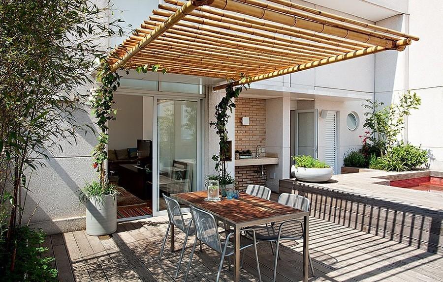 terraza con pérgola de bambú