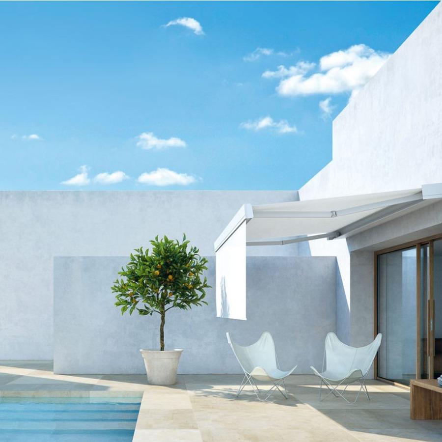 Terraza con piscina estilo ibicenco