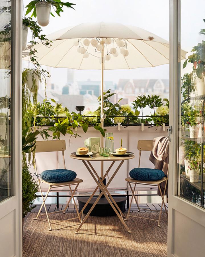 Terraza con productos de IKEA