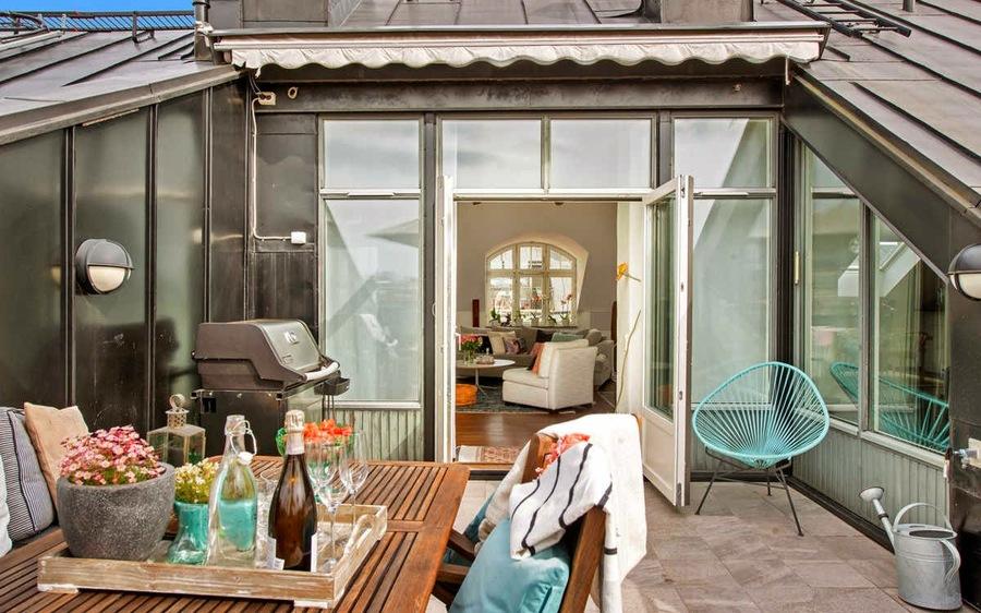 terraza con silla en verde agua marina