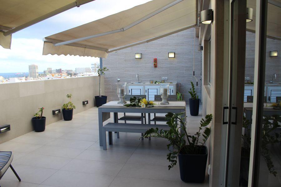 terraza con toldos de brazo