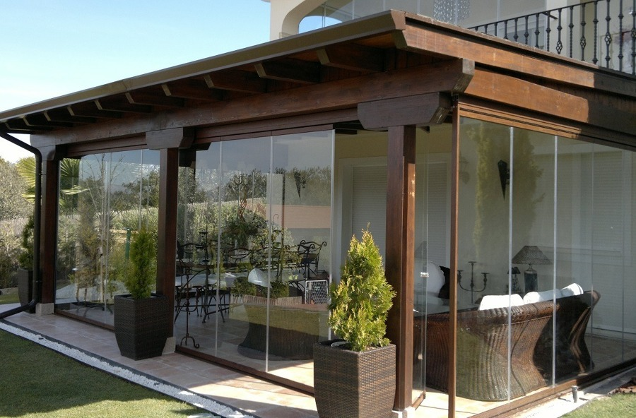 Disfruta de tu terraza sin miedo al sol cinco soluciones - Como cerrar terraza ...