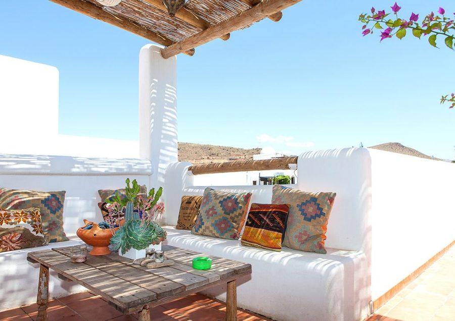 terraza de estilo ibicenco