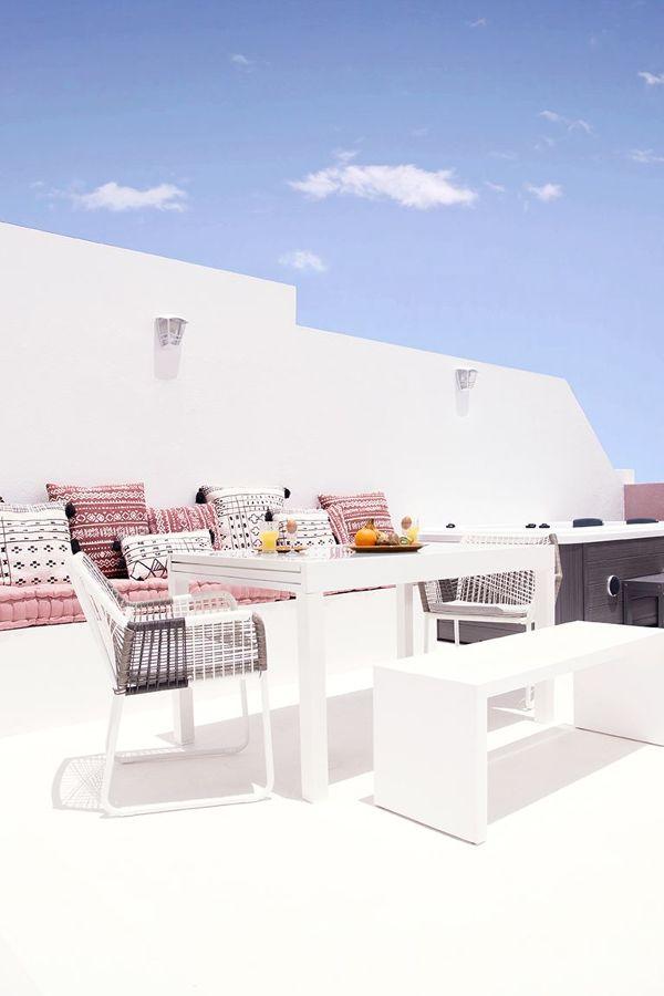 Terraza decorada al estilo ibicenco