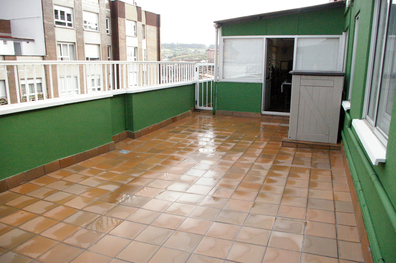 Foto terraza en atico reformada de corema construcciones - Atico terraza barcelona ...