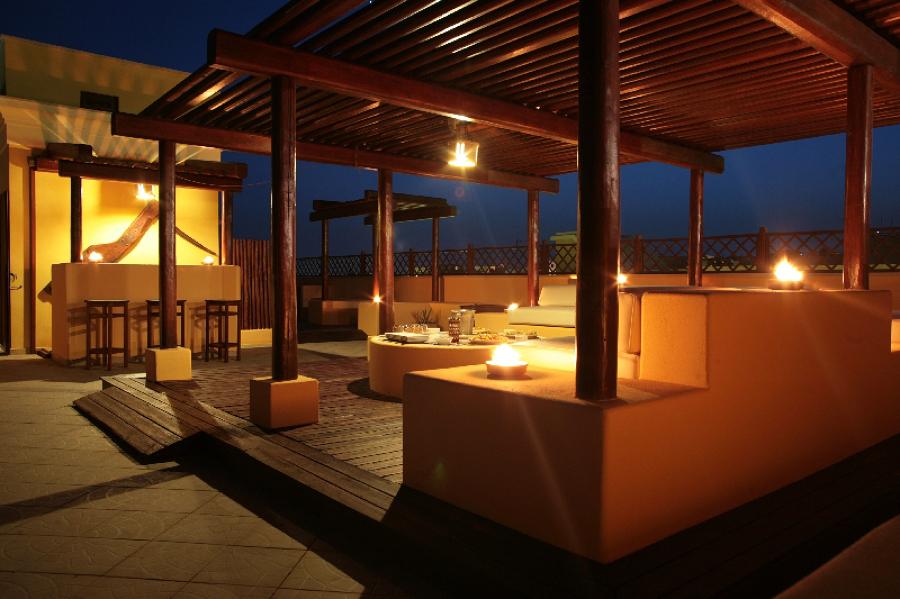 Terraza superior con bar y solarium
