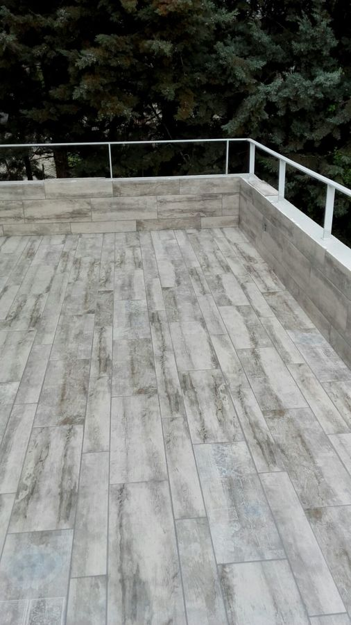 Terraza  y peto solado del mismo material