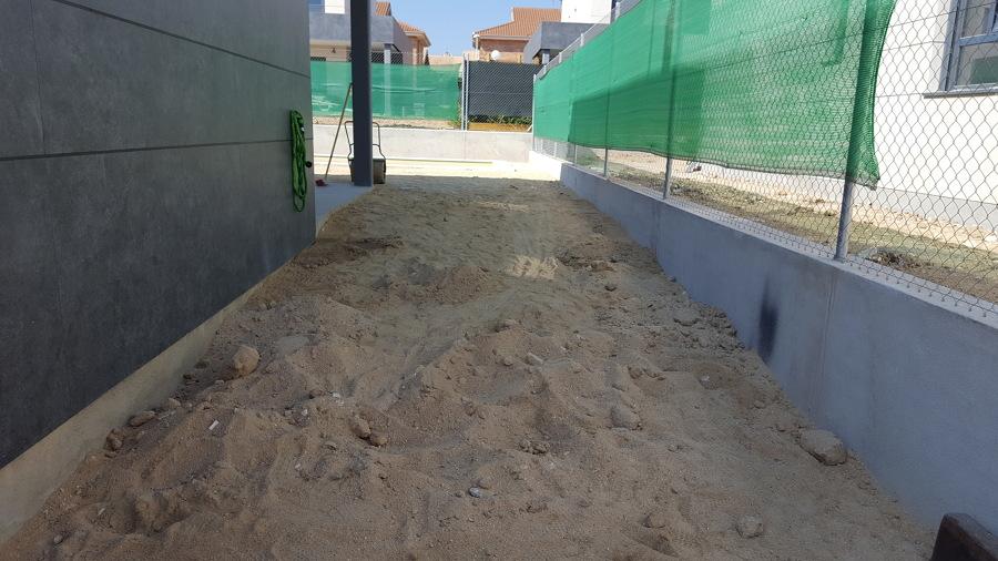 Terreno en bruto de pasillo de acceso