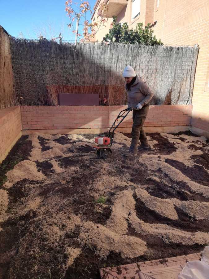 Terreno en el momento de la mezcla con arena de río