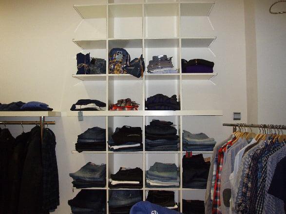 Estanterias para ropa finest tienda online cd estante de - Estanteria para ropa ...